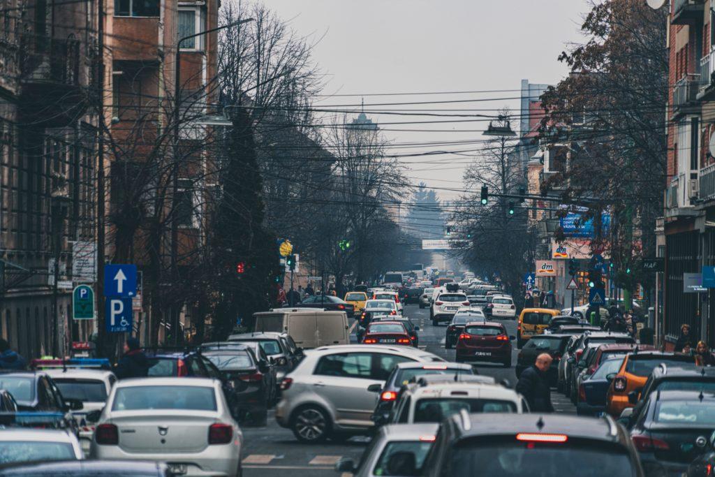 クルマでの旅行を避ける人達の理由とその対処法