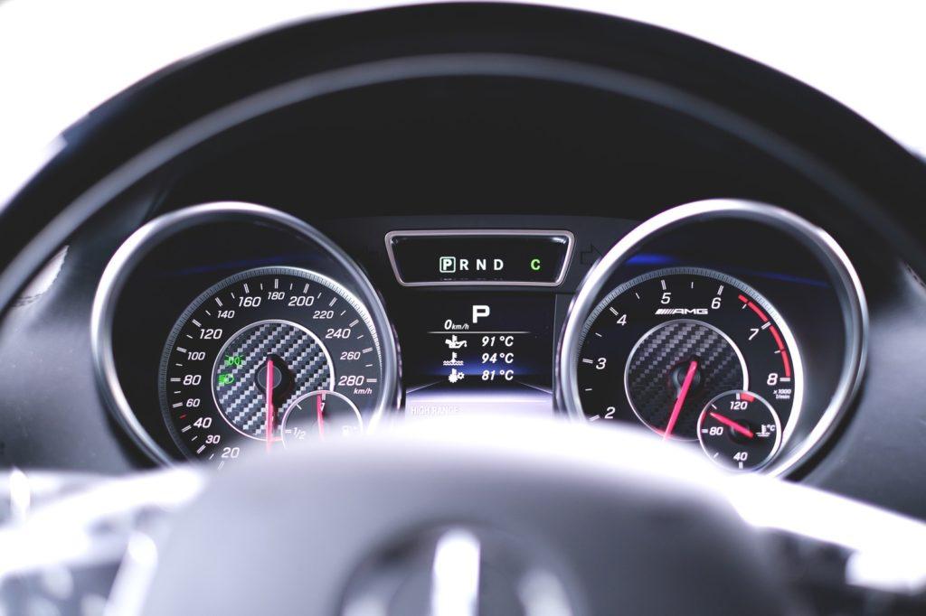 リアルタイム燃費計を表示するだけで燃費は向上します