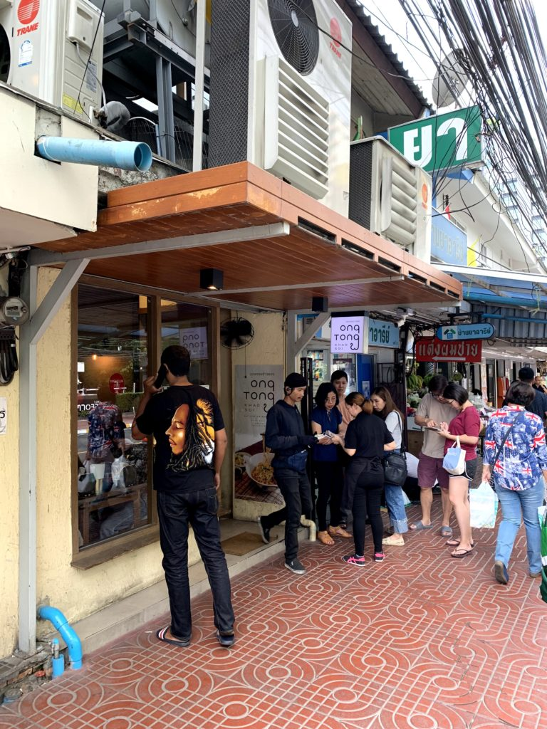 カオソーイの人気店!Ong Tong Khaosoi