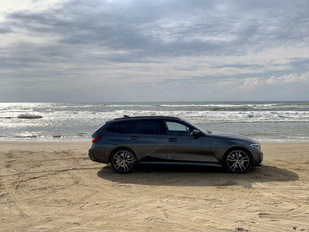 日本で唯一砂浜を車で走れる「千里浜なぎさドライブウェイ」
