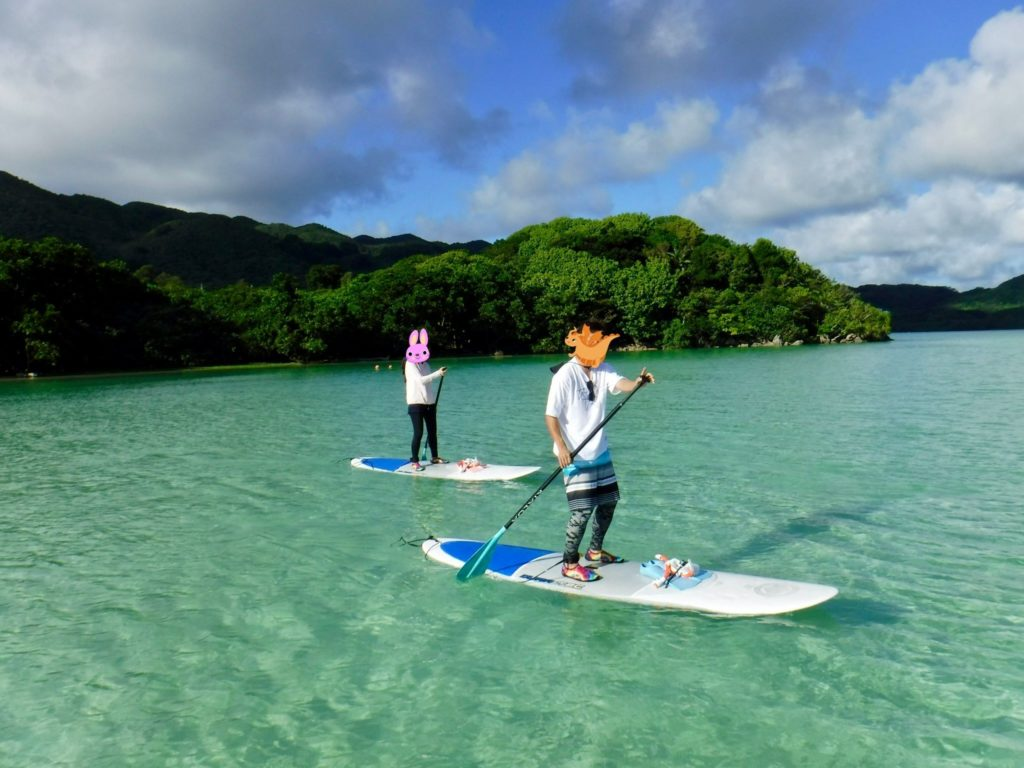 川平湾をSUPで周遊しながらシュノーケリングを楽しむアクティビティ1