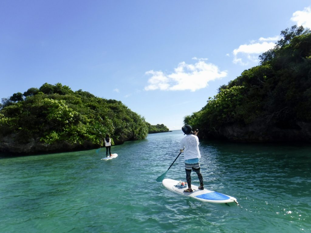 川平湾をSUPで周遊しながらシュノーケリングを楽しむアクティビティ2