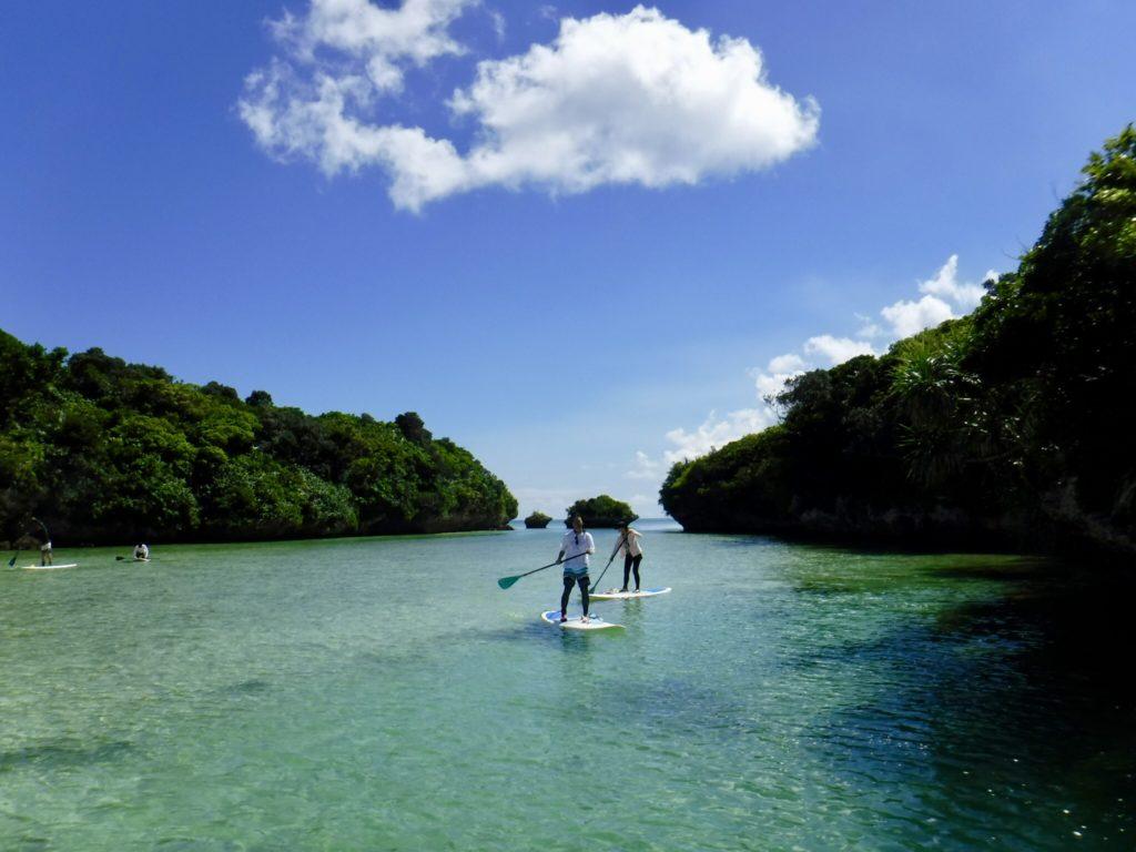 川平湾をSUPで周遊しながらシュノーケリングを楽しむアクティビティ9