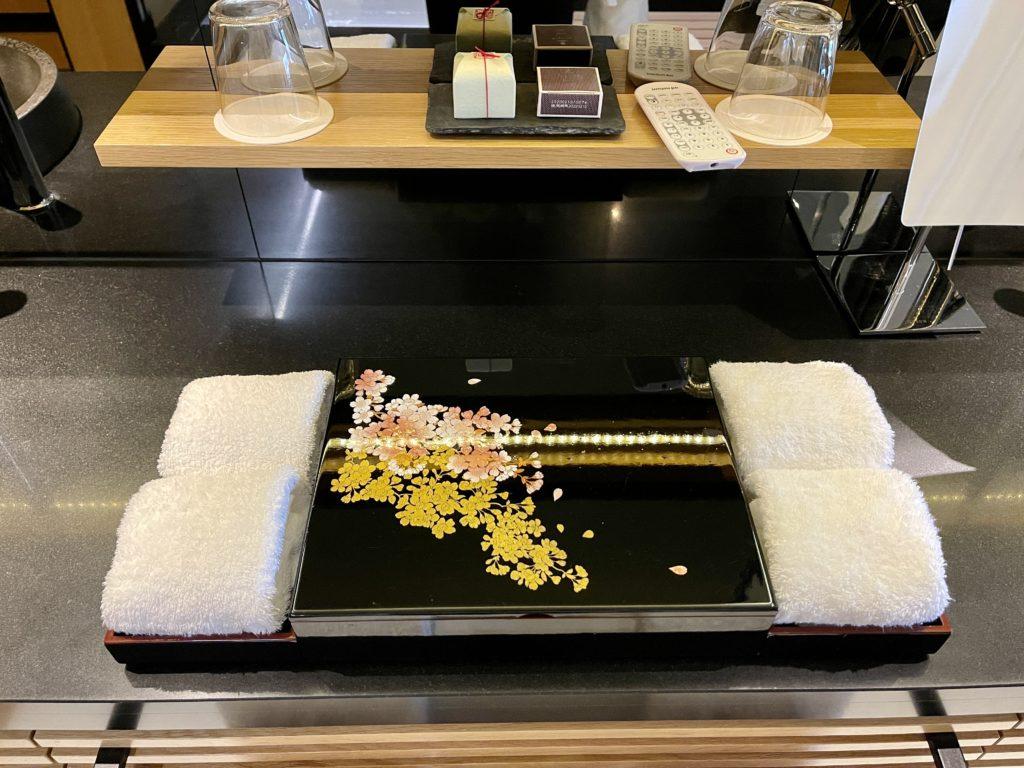 ザ・リッツ・カールトン京都の客室のアメニティが入った箱