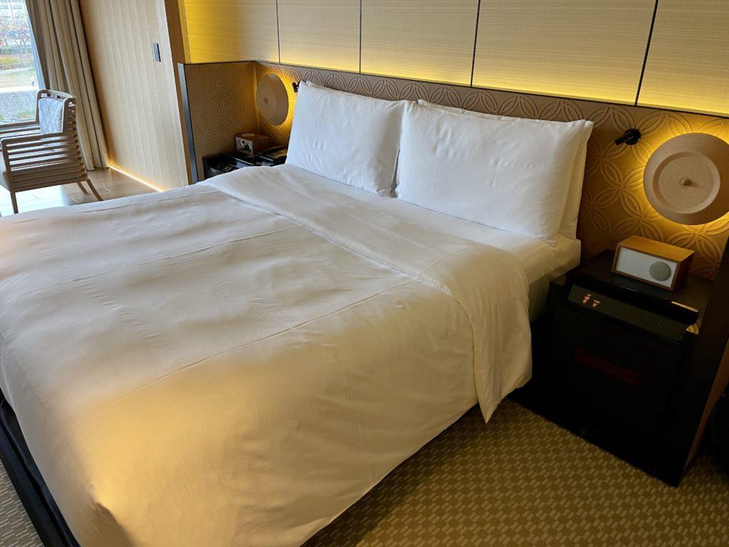 リッツ・カールトン京都の客室ベッド