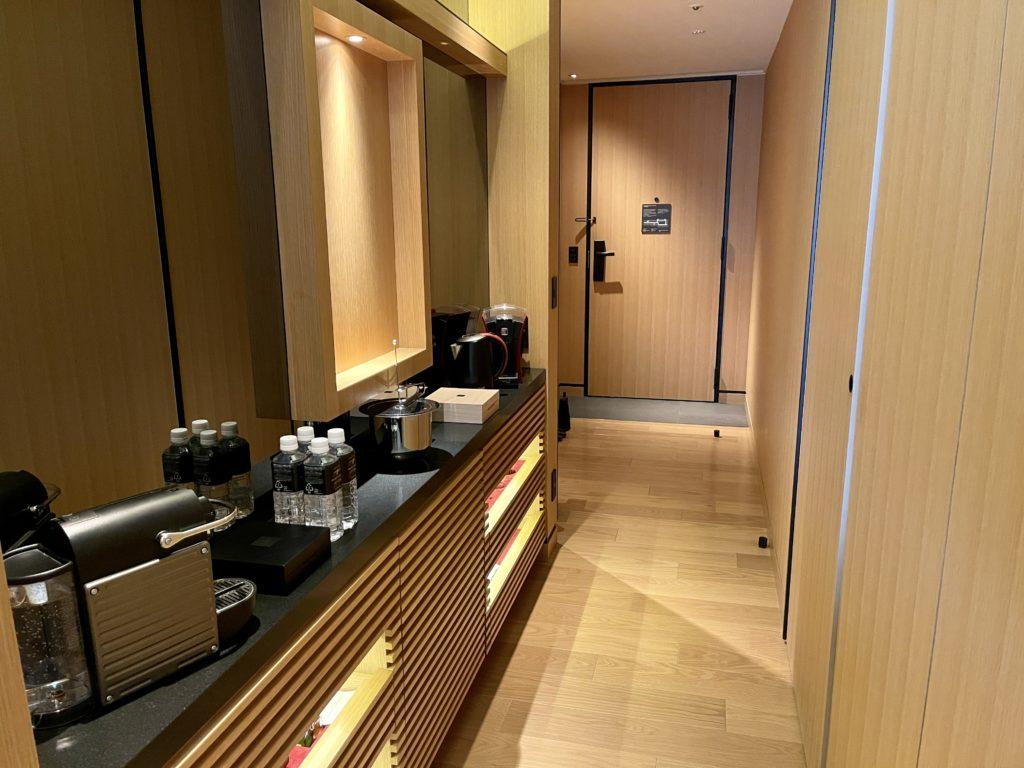 ザ・リッツ・カールトン京都の客室のミニバーカウンター