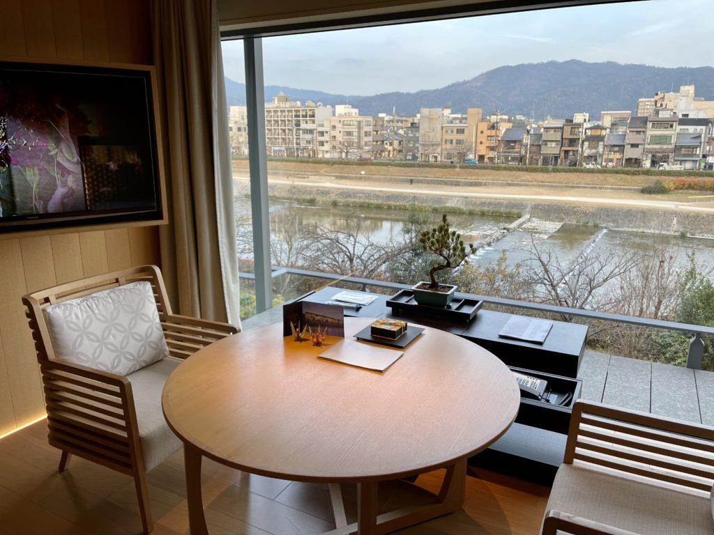 リッツ・カールトン京都の客室テーブル