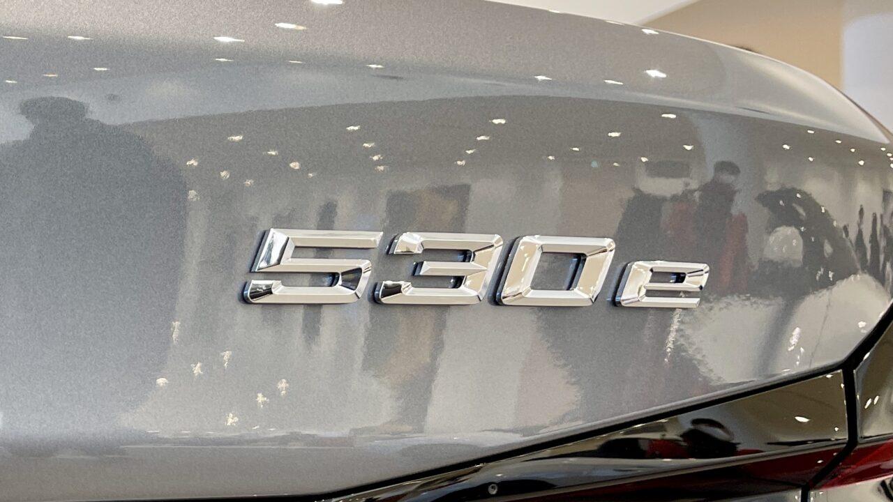 BMW530eのカーロゴ