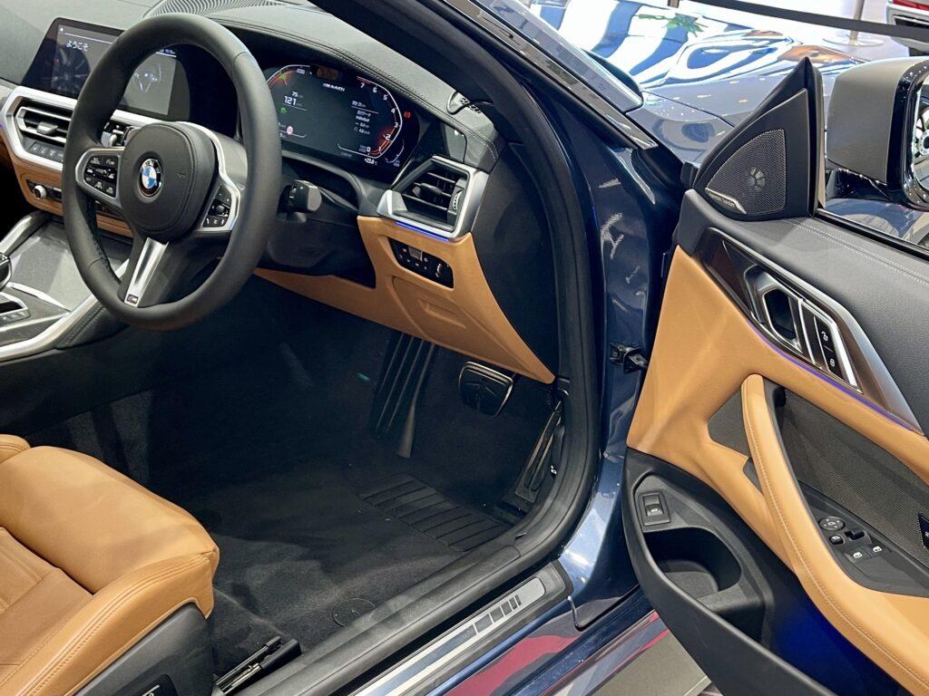 新型BMW M440i xDriveのインテリア ドアパネル周辺
