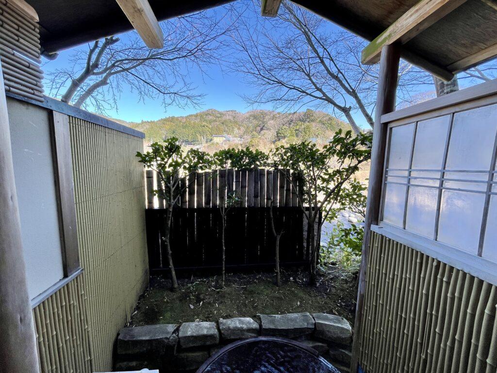 嵯峨沢館 客室露天風呂からの眺め