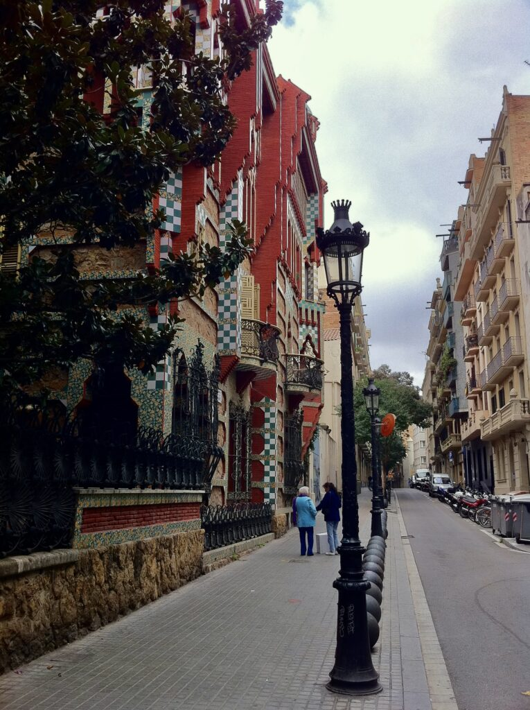 バルセロナで楽しめるガウディ建築5選カサ・ビセンス−2