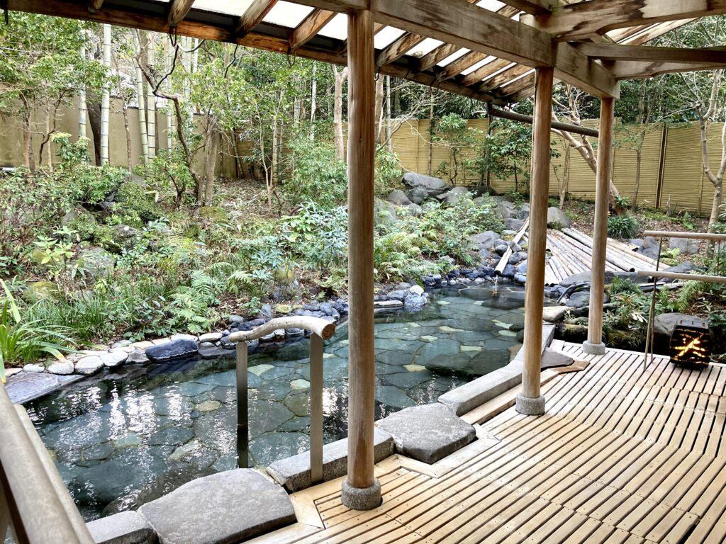 嵯峨沢館の大浴場露天風呂