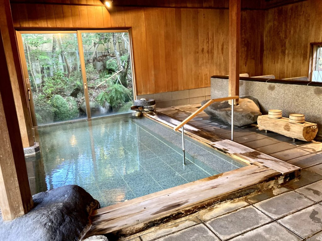 嵯峨沢館の大浴場内風呂