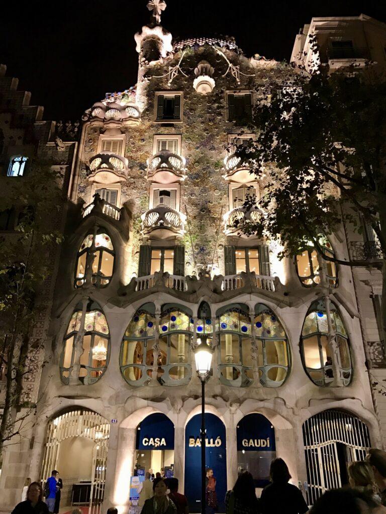 バルセロナで楽しめるガウディ建築5選カサ・バトリョ2