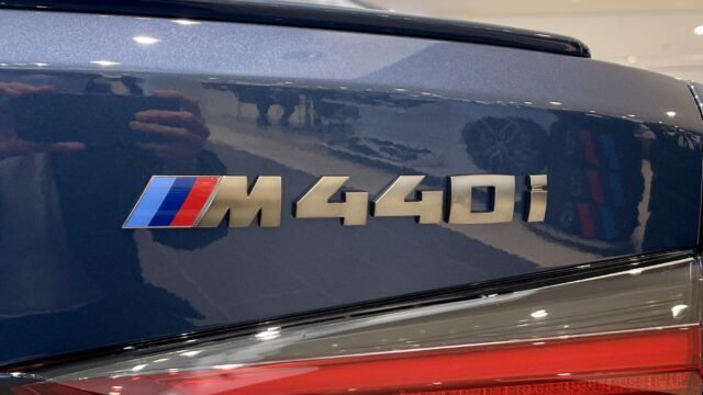 BMW M440iの車名ロゴ