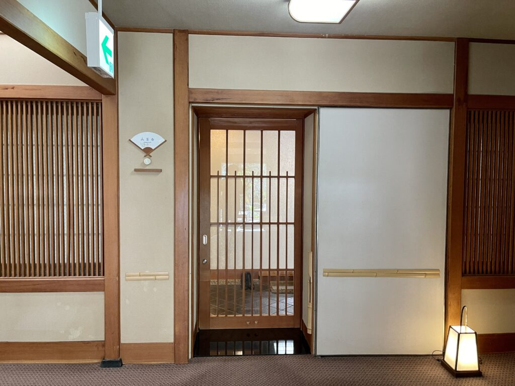 嵯峨沢館 客室入り口