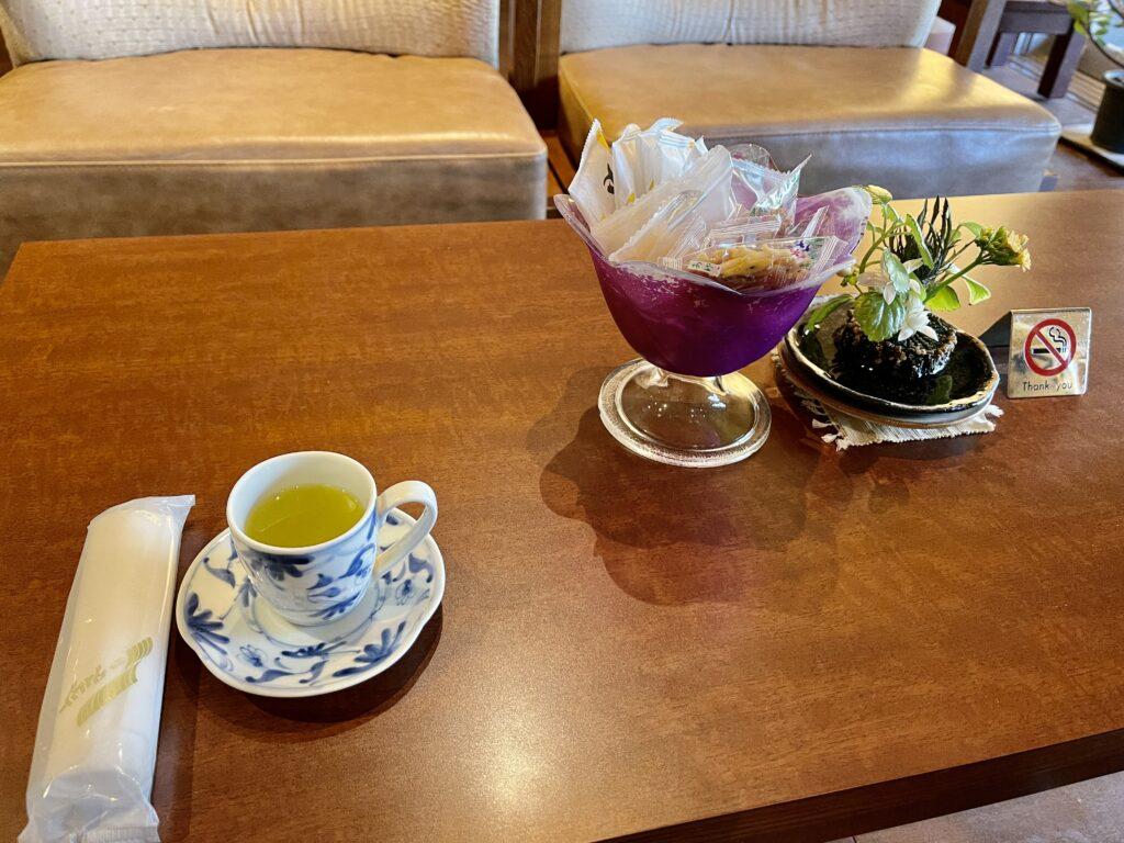 嵯峨沢館へ到着!広いロビーでいただく緑茶