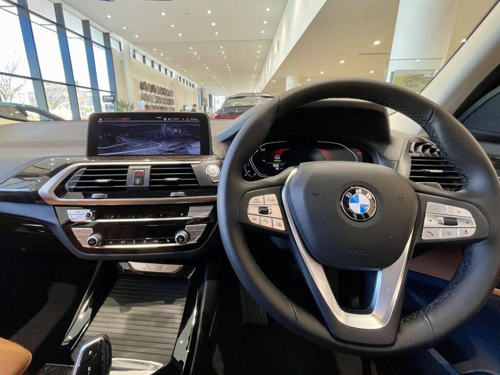BMW X3の運転席周り