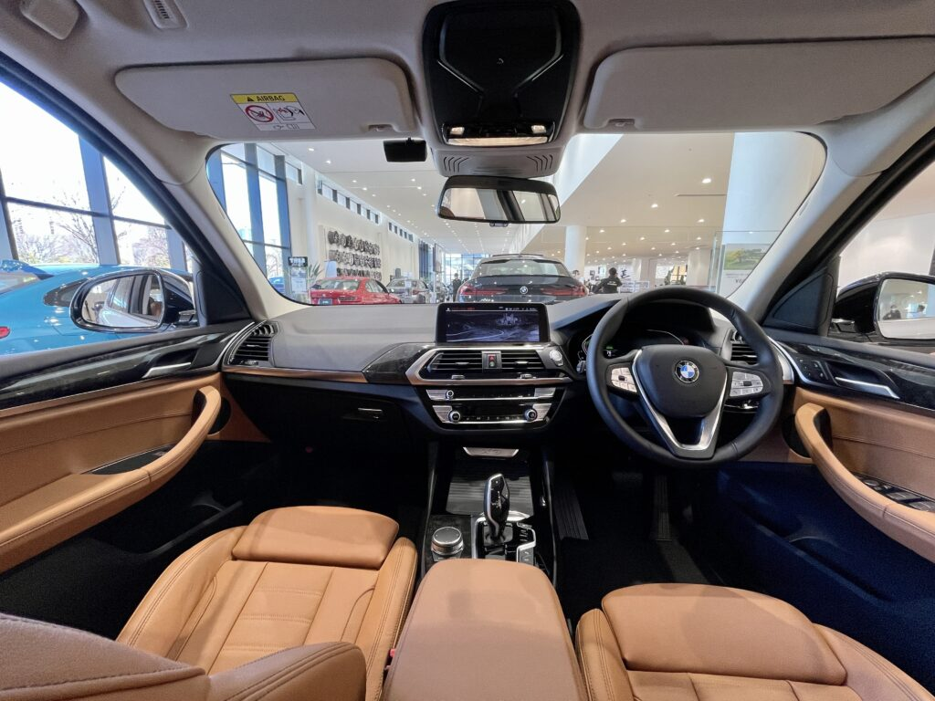 BMW X3の前席全景