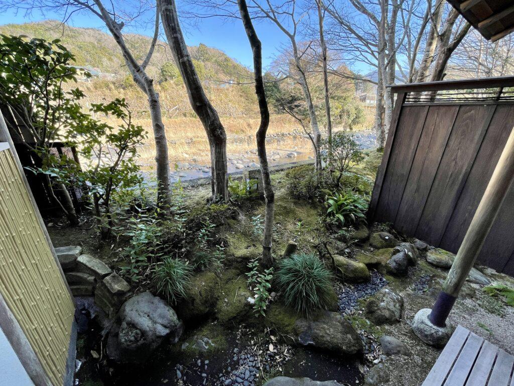 嵯峨沢館 客室からの外の眺め