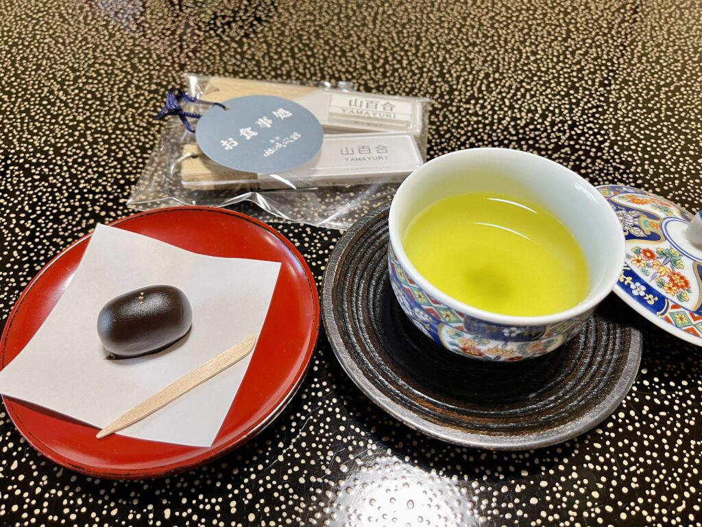 嵯峨沢館 客室でいただいたお茶菓子