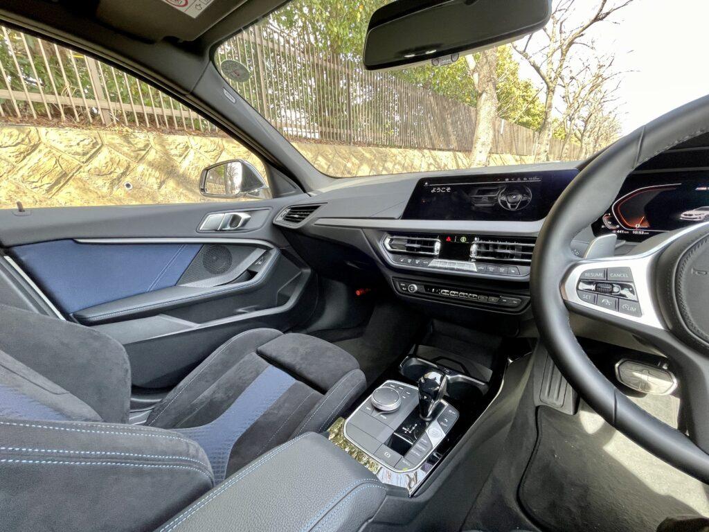 新型BMW M135i xDriveの内装 ナビシート周辺