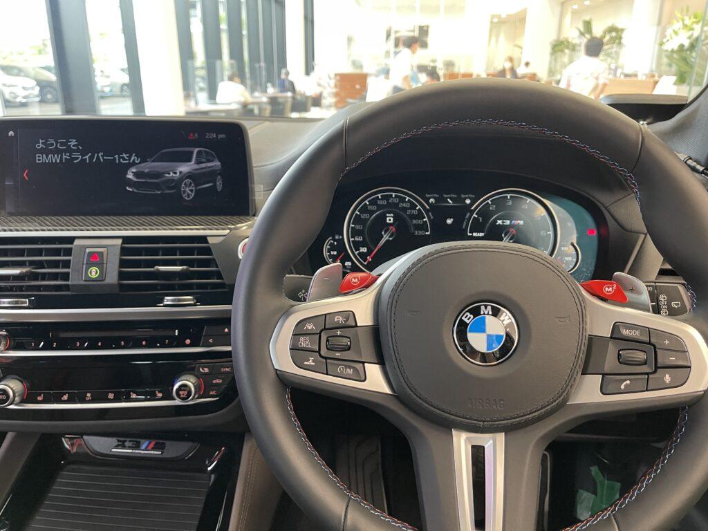 BMW X3Mの運転席
