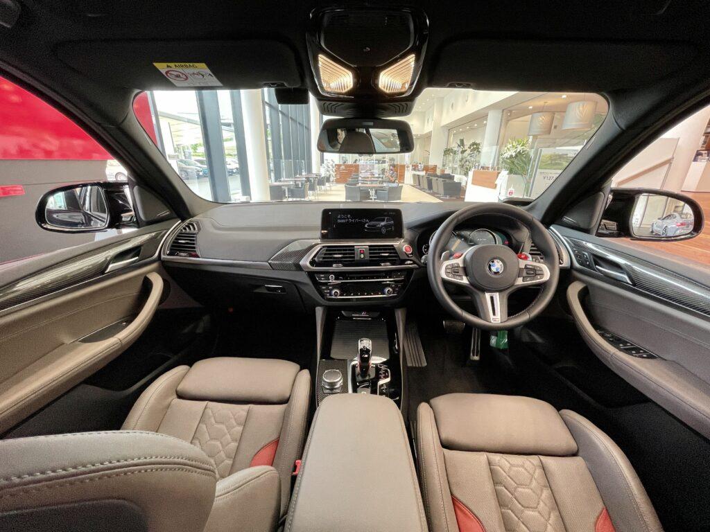 BMW X3Mの前席全景