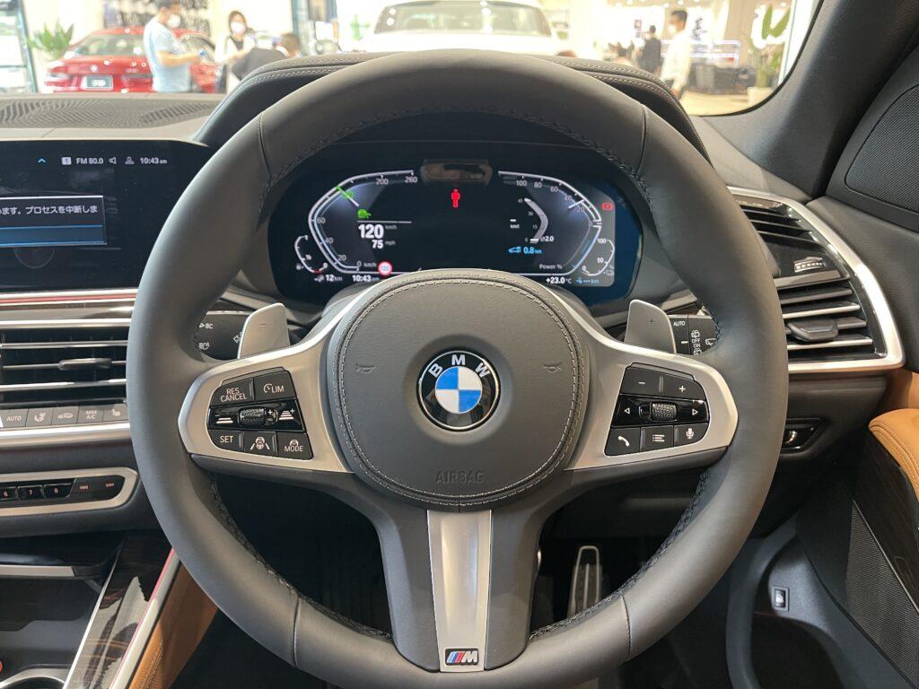 新型BMW X5 M50iのコックピット周り
