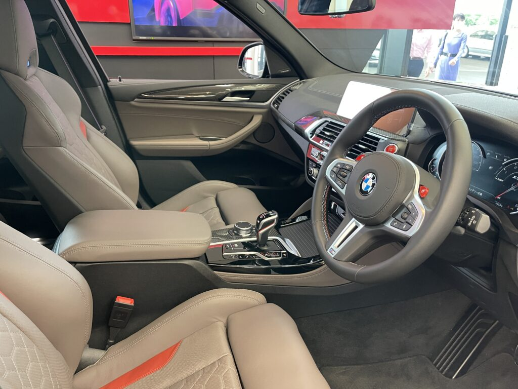 BMW X3Mの前席シート
